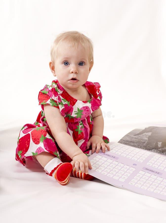 Download Pi?kne dziecko zdjęcie stock. Obraz złożonej z ręka, trochę - 41954624