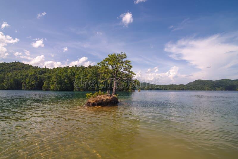 Pi?kne krajobrazowe sceny przy jeziornymi jocassee po?udnie Carolina obraz royalty free