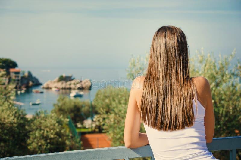 pi?kne morskie m?odych kobiet szuka Montenegro, Europa tonowanie wizerunek zdjęcie royalty free
