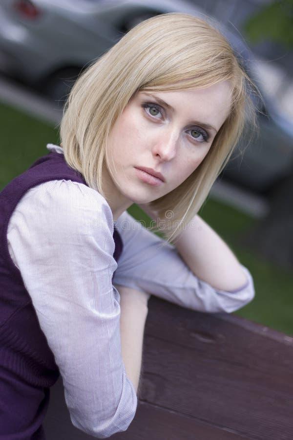 Download Pięknej Dziewczyny Smutni Potomstwa Zdjęcie Stock - Obraz złożonej z greenbacks, potomstwa: 13335696