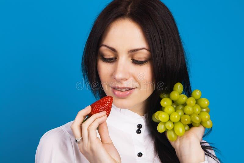 Download Piękni Twarzy Portreta Kobiety Potomstwa Obraz Stock - Obraz złożonej z winorośl, jabłko: 13328421