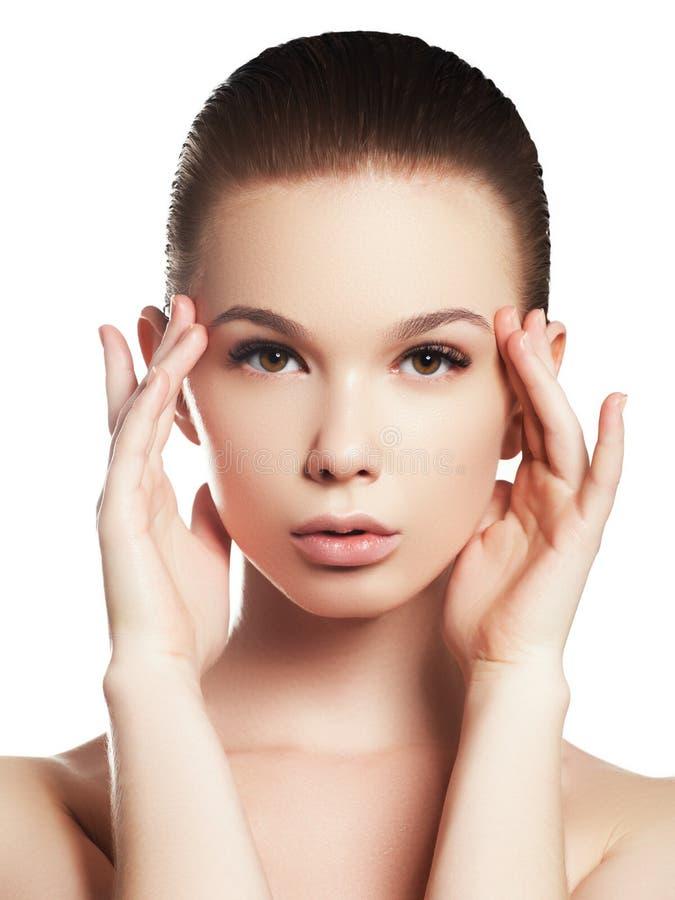 Pi?kno kobiety twarzy portret Pi?kna zdroju modela dziewczyna z perfect ?wie?? czyst? sk?r? zdjęcie stock