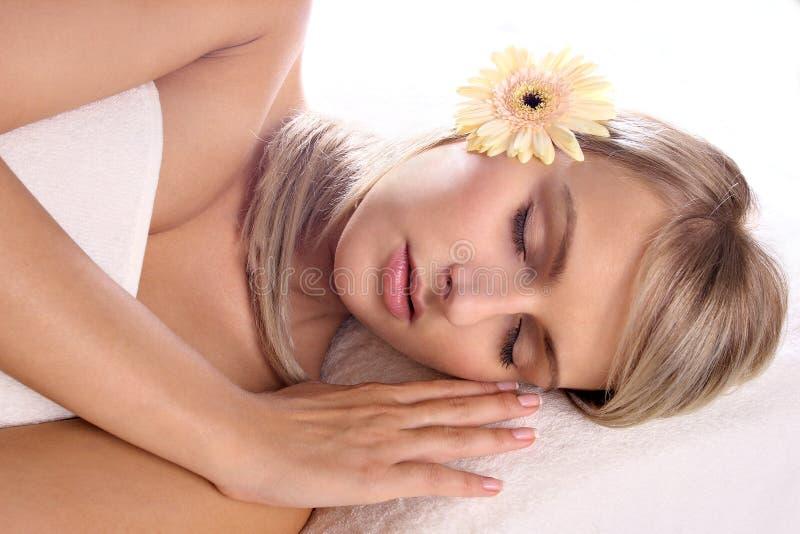 Download Piękny Blondynki Dziewczyny Target641_0_ Obraz Stock - Obraz złożonej z kwiat, human: 13331699