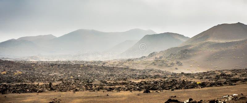 Download Piękny Góra Krajobraz Z Volcanoes Obraz Stock - Obraz złożonej z natura, teren: 53791931
