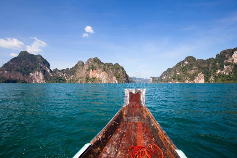 Download Piękny Jezioro Przy Khao Sok Parkiem Narodowym Tajlandia Obraz Stock - Obraz złożonej z wapień, krajobraz: 57670301