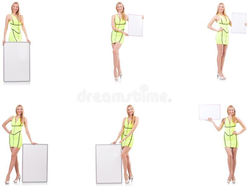 Pi?kny kobiety mienia whiteboard odizolowywaj?cy na bielu zdjęcia stock