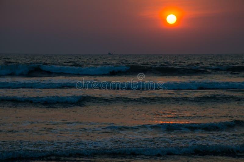 Pi?kny krajobraz zmierzch na seashore zdjęcie stock