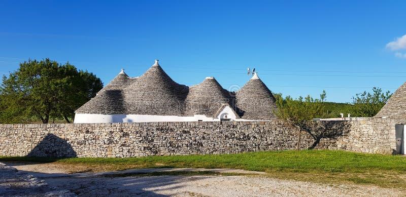 Pi?kny miasteczko Alberobello z trulli domami Ja jest Włoskim miasteczkiem w wielkomiejskim mieście Bari, w Puglia, Włochy zdjęcia royalty free