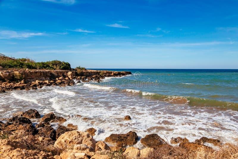 Pi?kny panoramiczny denny widok na Ayia Napa blisko Cavo Greco, Cypr wyspa, morze ?r?dziemnomorskie Zadziwiaj?cy pogodny i fotografia stock