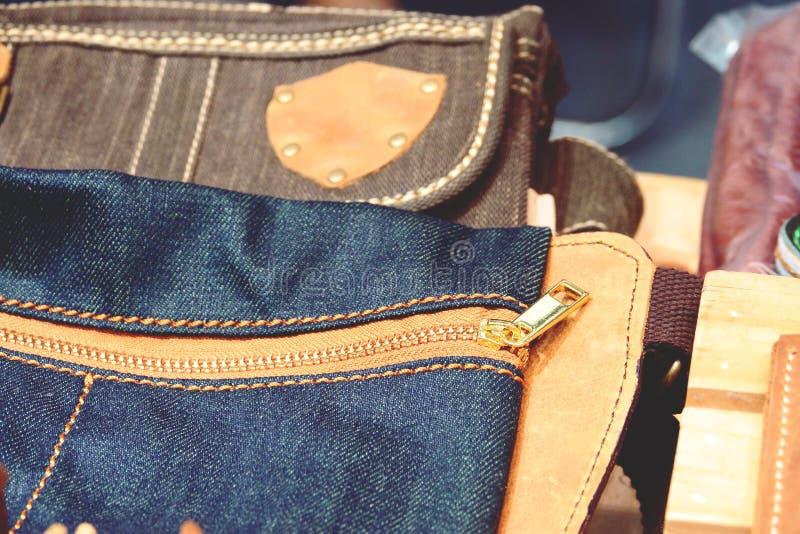 Pi?kny rzemienny portfel mody t?o zamkni?ty w g?r? zdjęcie royalty free