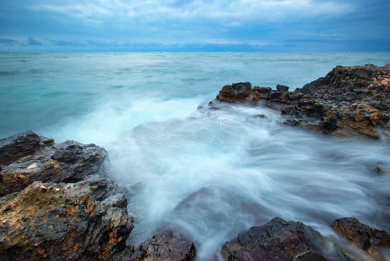 Download Piękny Seascape obraz stock. Obraz złożonej z błękitny - 57658401