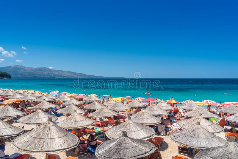 Pi?kny Seascape Wyrzucać na brzeg na wybrzeżu Ionian morze w Albania obrazy royalty free