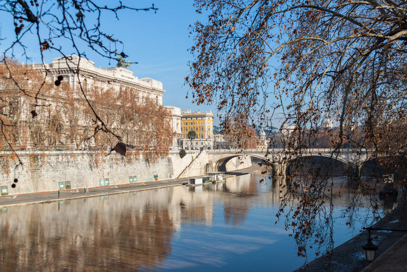 Download Piękny widok Rzym zdjęcie stock. Obraz złożonej z powierzchowność - 28956274