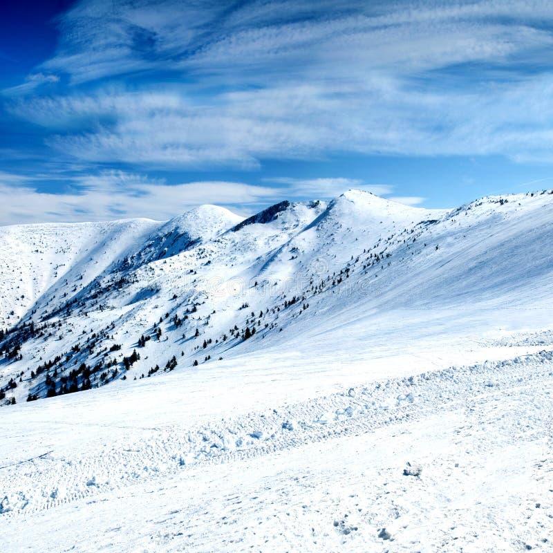 Download Piękny Zima Krajobraz W Wysokich Górach Zdjęcie Stock - Obraz złożonej z plenerowy, pokrywa: 53778114