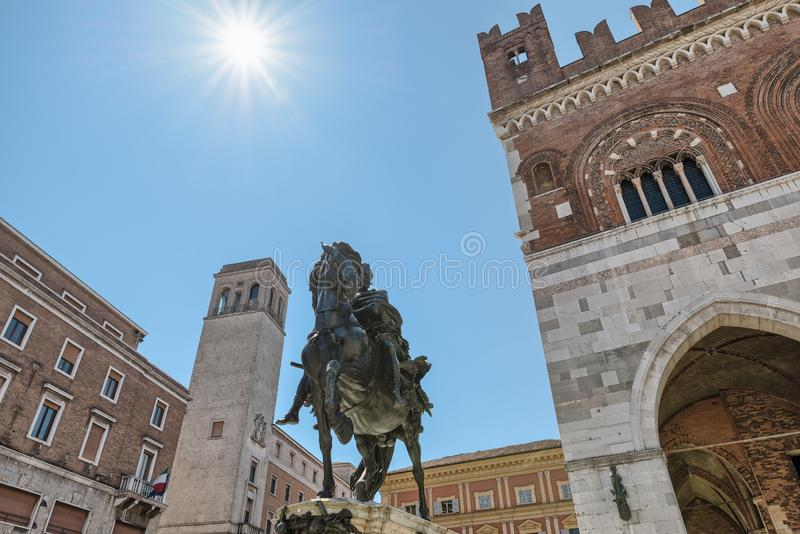 皮亚琴察,意大利 在亚历山德罗法尔内塞,方形的卡瓦利的纪念碑 免版税库存图片
