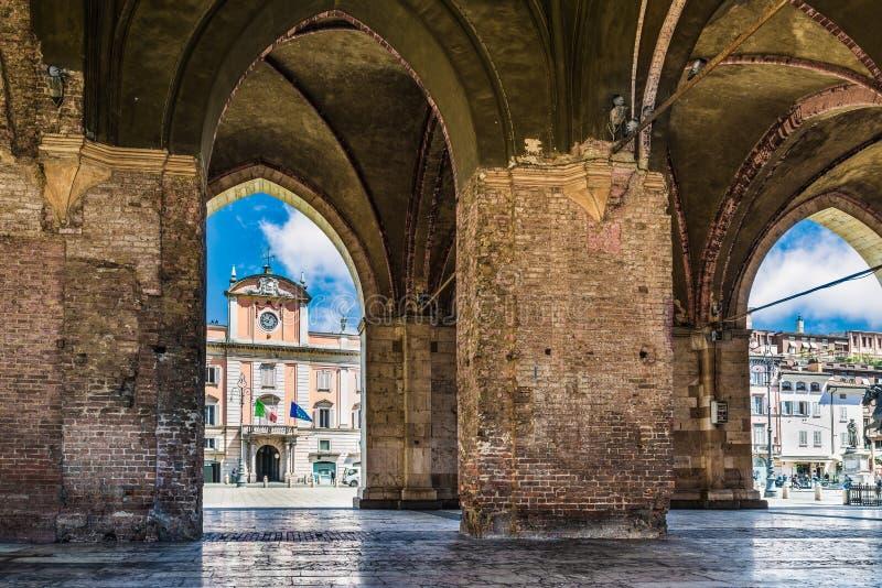 Piacenza, ciudad medieval, Italia Caballos del cuadrado de Cavalli de la plaza y palacio del ` s de Palazzo del Governatore Gover fotos de archivo