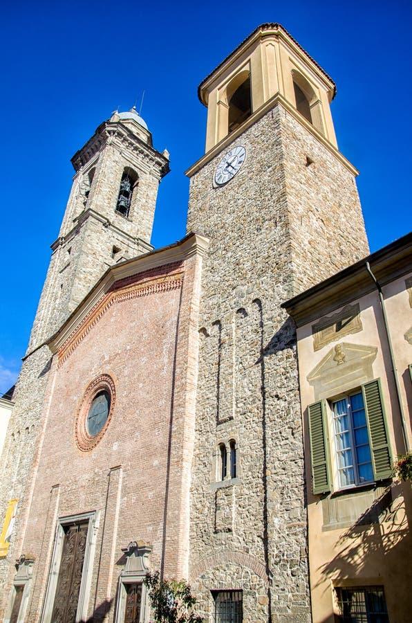 Piacenza emilia för bobbio för två klockatorn högväxt romagna Italien arkivfoton