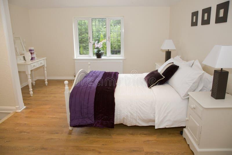 piacevole cosy della camera da letto immagini stock