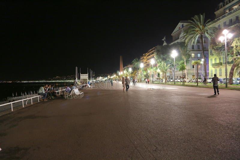 Piacevole, la Francia - 19 giugno 2014: Promenade des Anglais a tarda sera fotografia stock libera da diritti