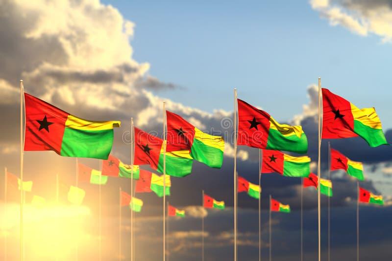 Piacevole molte bandiere della Guinea-Bissau sul tramonto disposto nella fila con bokeh e nello spazio per testo - qualsiasi illu royalty illustrazione gratis