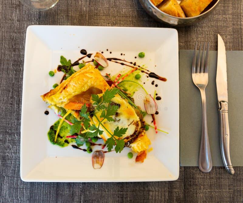 Piada de legumes francesa deliciosa com queijo mozzarella di bufala prato francês Gascony cuisine fotografia de stock