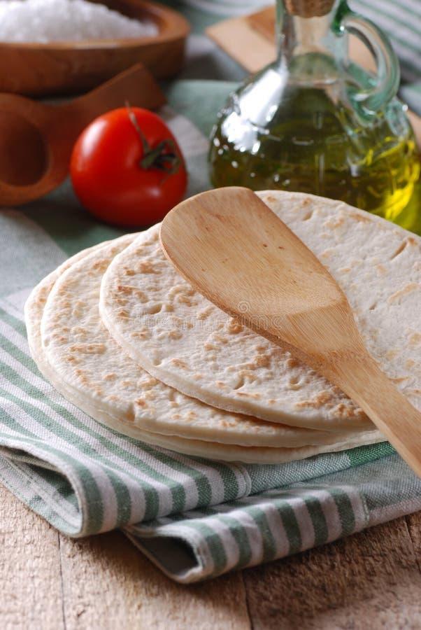 Piadina da farcire - alimento italiano tradizionale immagini stock