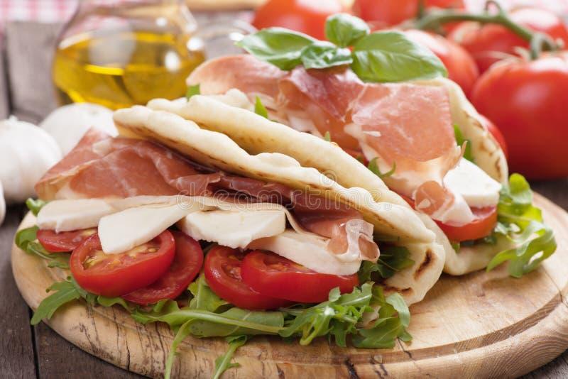 Piadina romagnola, włoska flatbread kanapka obraz royalty free
