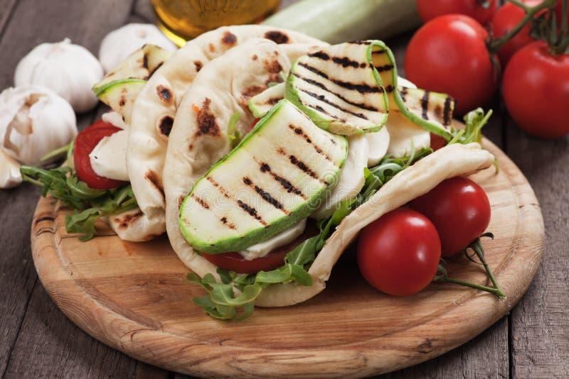 Piadina romagnola, włoska flatbread kanapka obrazy royalty free