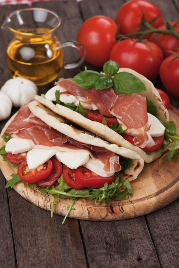 Piadina romagnola, włoska flatbread kanapka zdjęcie stock