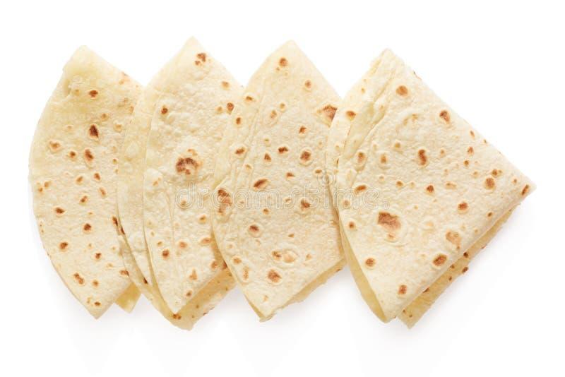 Piadina, triángulos italianos de la tortilla en blanco foto de archivo libre de regalías
