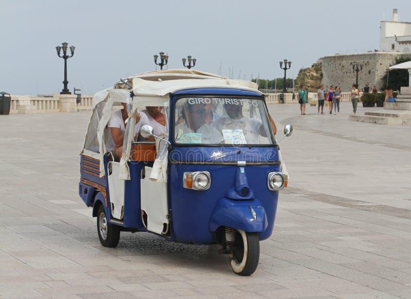 Piaggio-jol voor toeristen stock foto