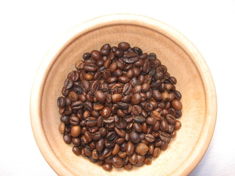 Pialat met gebraden korrels van koffie stock afbeeldingen