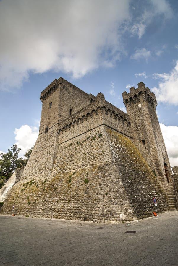 Piancastagnaio (Siena) - castelo fotos de stock royalty free