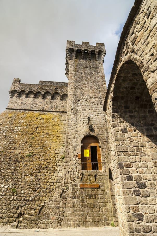 Piancastagnaio (Siena) - castelo imagem de stock