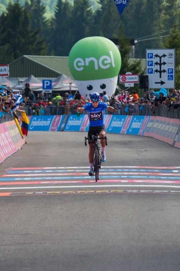 Piancavallo, Itália 26 de maio de 2017: Mikel Landa, equipe do céu, passa o meta e ganha-o imagem de stock
