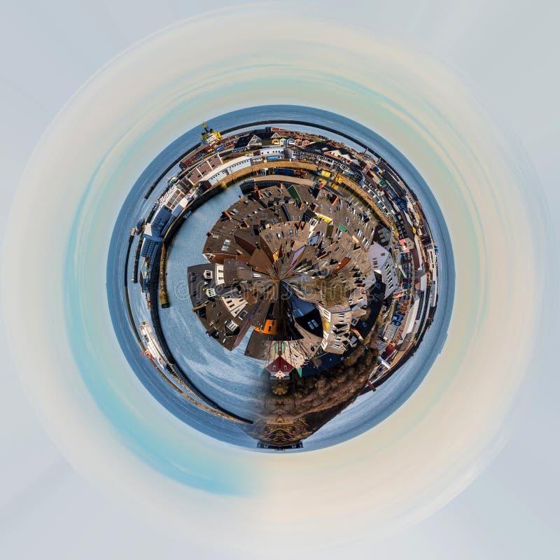Pianeta della città del helgoland dalla collina immagine stock