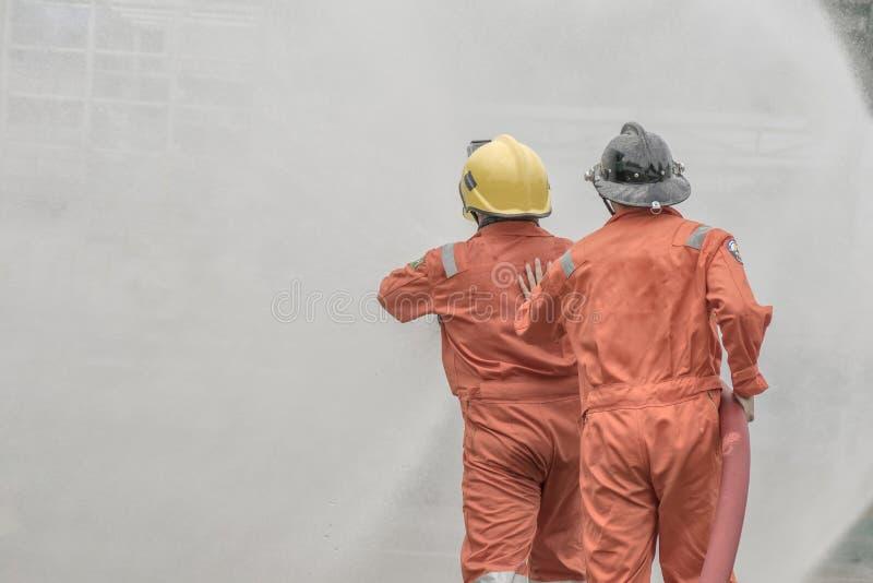 Piani di protezione contro l'incendio di pratica e di addestramento, stoccaggio di gas di GPL, agosto 29, 2018 immagine stock
