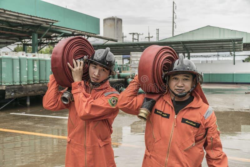 Piani di protezione contro l'incendio di pratica e di addestramento, stoccaggio di gas di GPL, agosto 29, 2018 fotografia stock