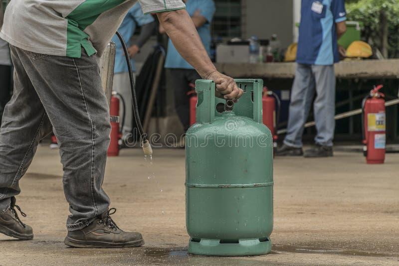 Piani di protezione contro l'incendio di pratica e di addestramento, stoccaggio di gas di GPL, agosto 29, 2018 fotografie stock libere da diritti
