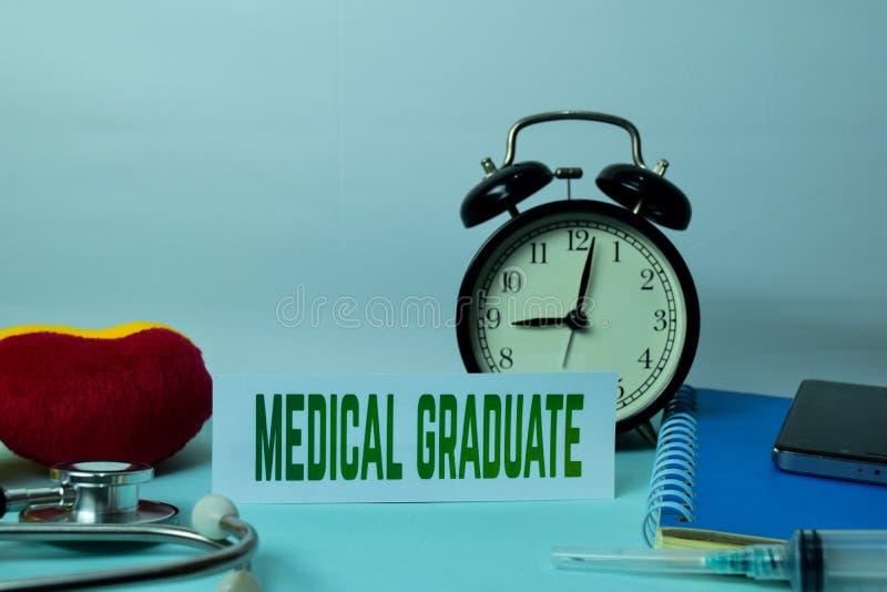 Pianificazione laureata medica sul fondo della Tabella di funzionamento con gli articoli per ufficio immagine stock