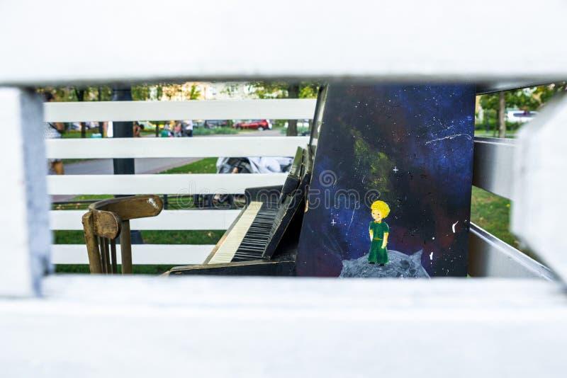 Pianino i krzesło zdjęcie stock