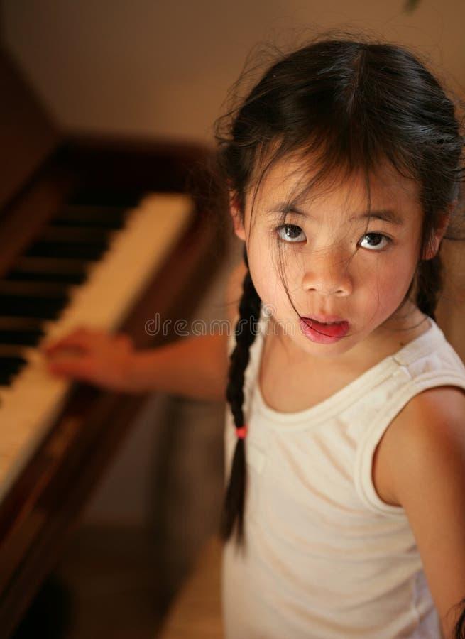 pianino profil dziecka zdjęcie stock