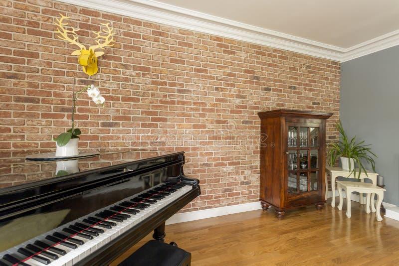 Pianino w żywym pokoju zdjęcie royalty free