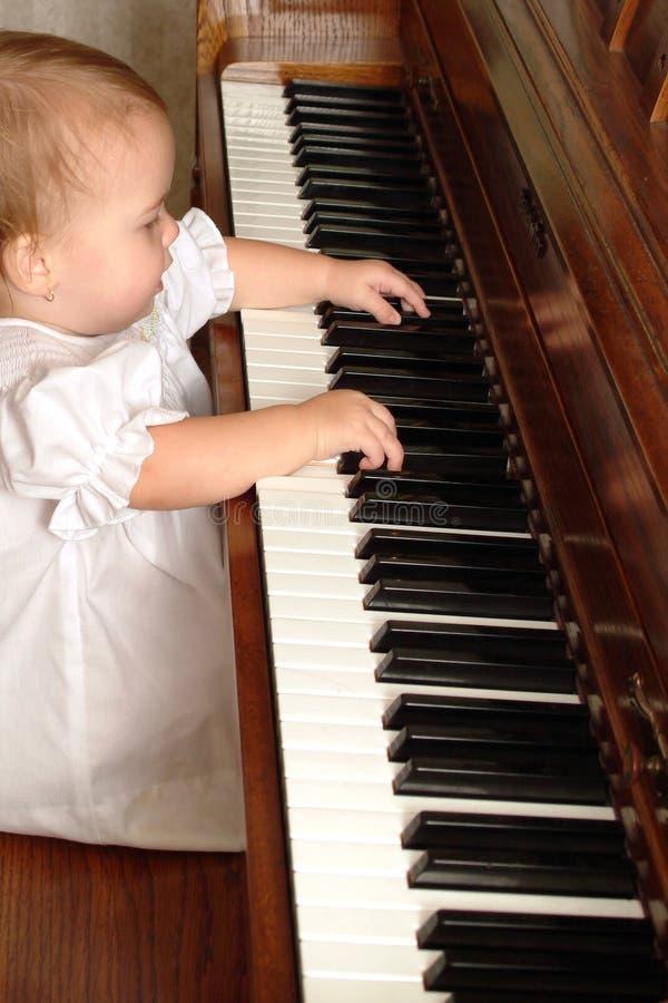 Pianista do bebê foto de stock royalty free