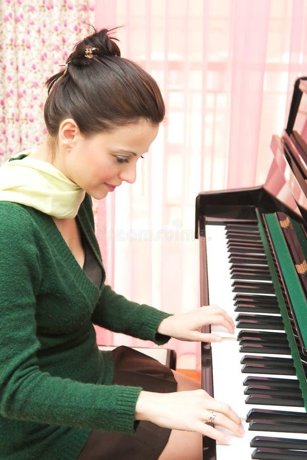 Pianista hermoso imagen de archivo libre de regalías