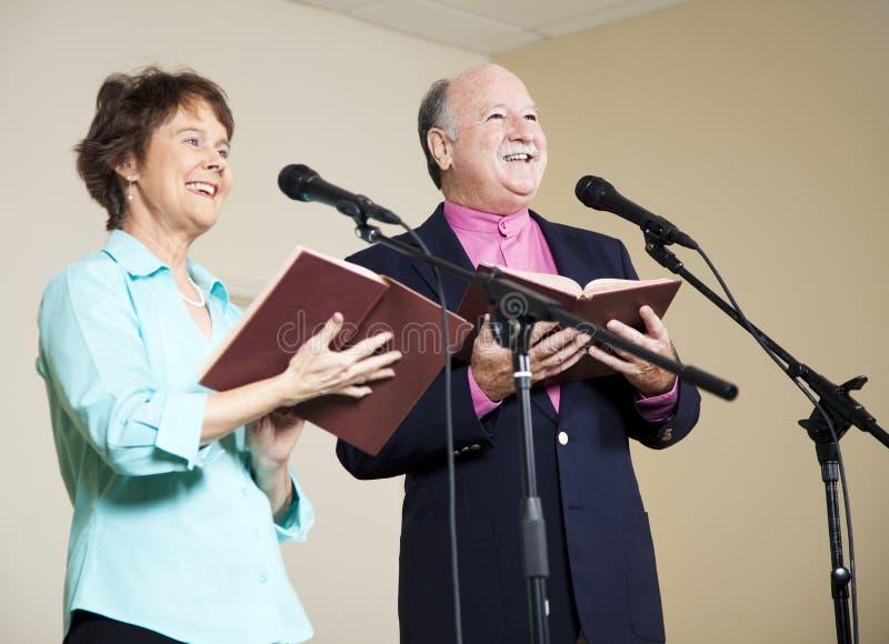 Pianiste d'église dans le fauteuil roulant images stock