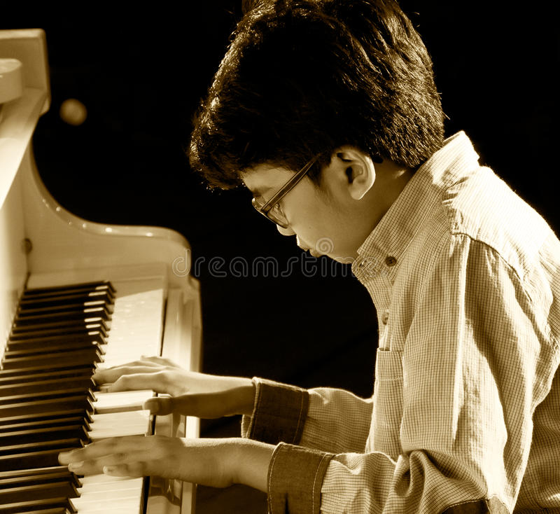 Pianisten Joey Alexander royaltyfria foton