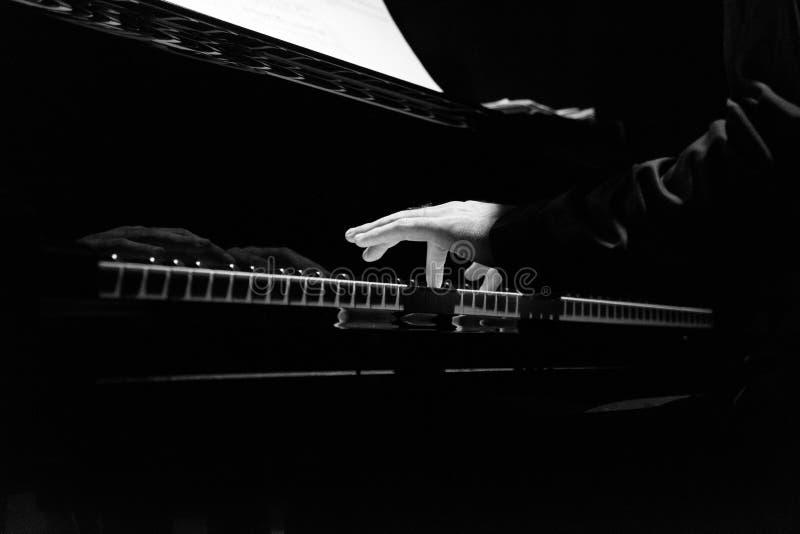 Pianisty ` s ręki zdjęcie royalty free