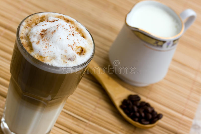 piankowaty latte macchiato mleko obraz stock