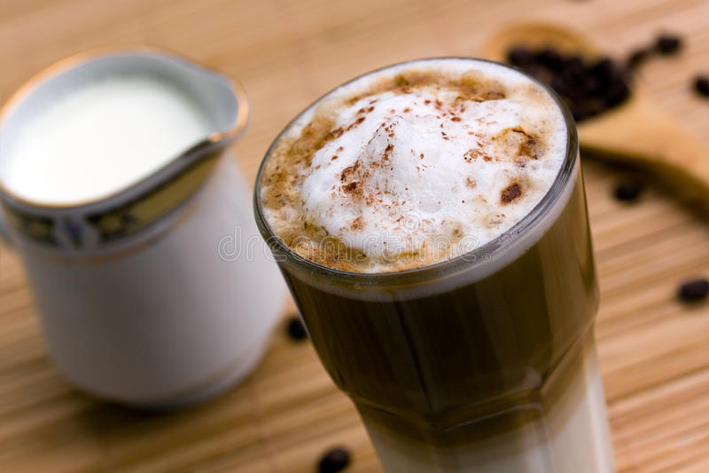 piankowaty latte macchiato mleko fotografia stock